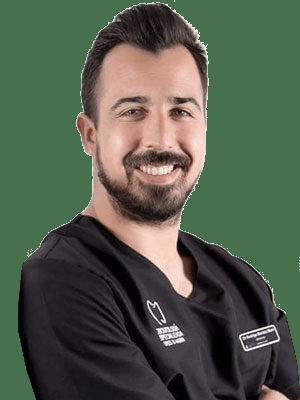 doctor clinica dental en torremolinos rodrigo bmurri